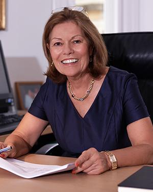 RA Dr. Eva Riess